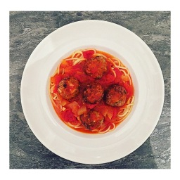 NEW YORK MEATBALLS & QUICK MARINARA SAUCE