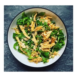 SHREDDED CHICKEN SALAD WITH ALMONDS & BUTTERBEANS