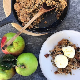 SPICED APPLE & DATE CRUMBLE