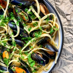 VERMOUTH & GARLIC BUTTER MUSSELS